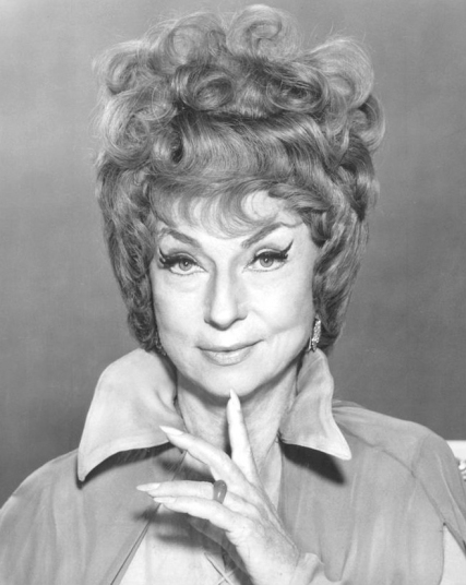 Agnes_Moorehead_Bewitched_1969